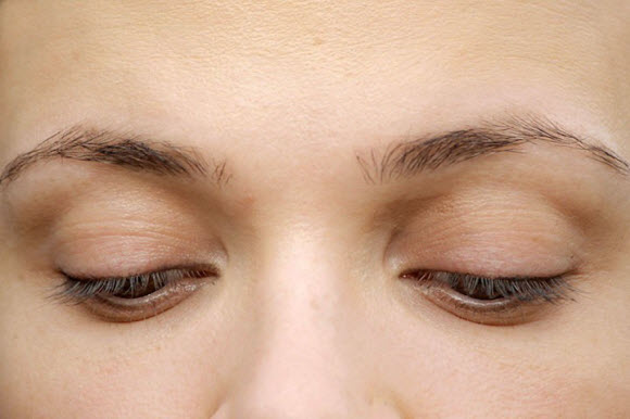 A Step By Step Learn How To Make Your Eyebrows Thicker With Makeup