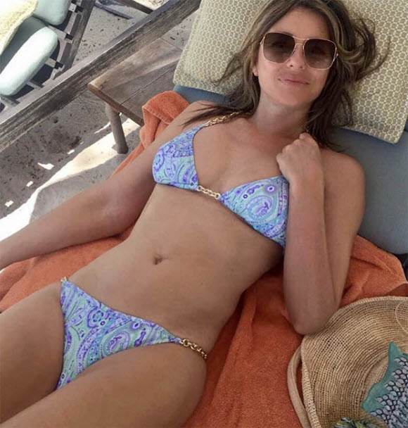 Elizabeth Hurley Show Off Her Sexy Body In Hot Bikini At Beach In Saucy Snapshot